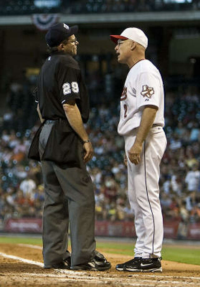 Astros manager Brad Mills has a heated discussion with umpire Bill Hohn during the third inning. Photo: James Nielsen, Chronicle