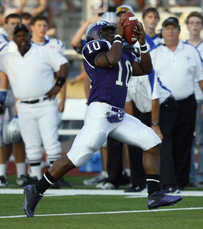 Angleton's Quandre Diggs carries the ball in for a touchdown against Friendswood. Photo: Bob Levey, For The Chronicle