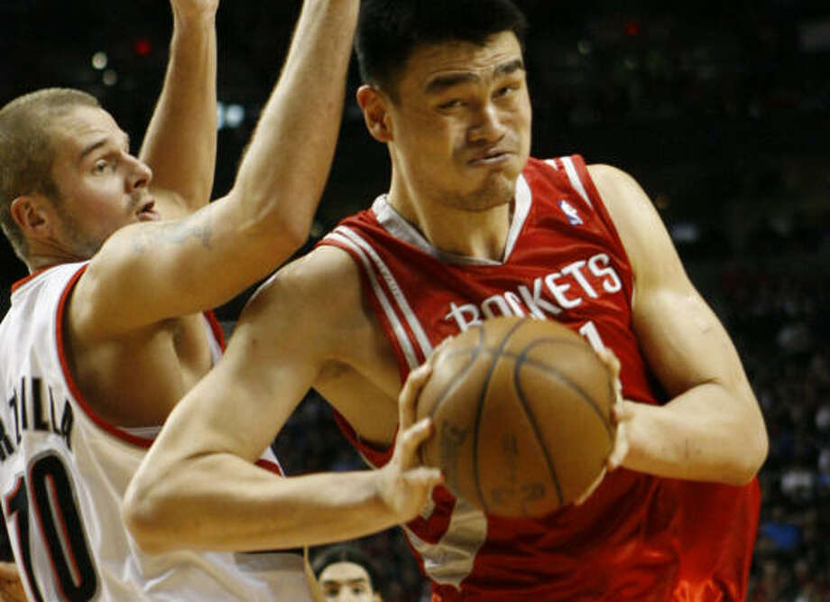 Yao Ming scored 15 points against Joel Przybilla and the Trail Blazers on Tuesday in a tough loss. Photo: Nick De La Torre, Chronicle