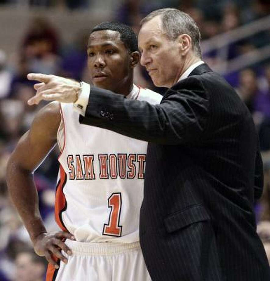 Sam Houston head coach Bob Marlin, right, and senior point guard Ashton Mitchell will lead the Bearkats against Baylor in the first round of the NCAA Tournament. Photo: Bob Levey, AP