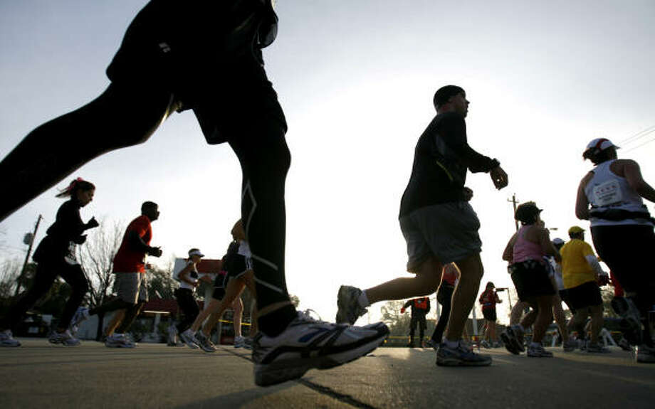 Runners who suffer with knee problems might benefit from hip-strengthening exercises. Photo: Karen Warren, Chronicle