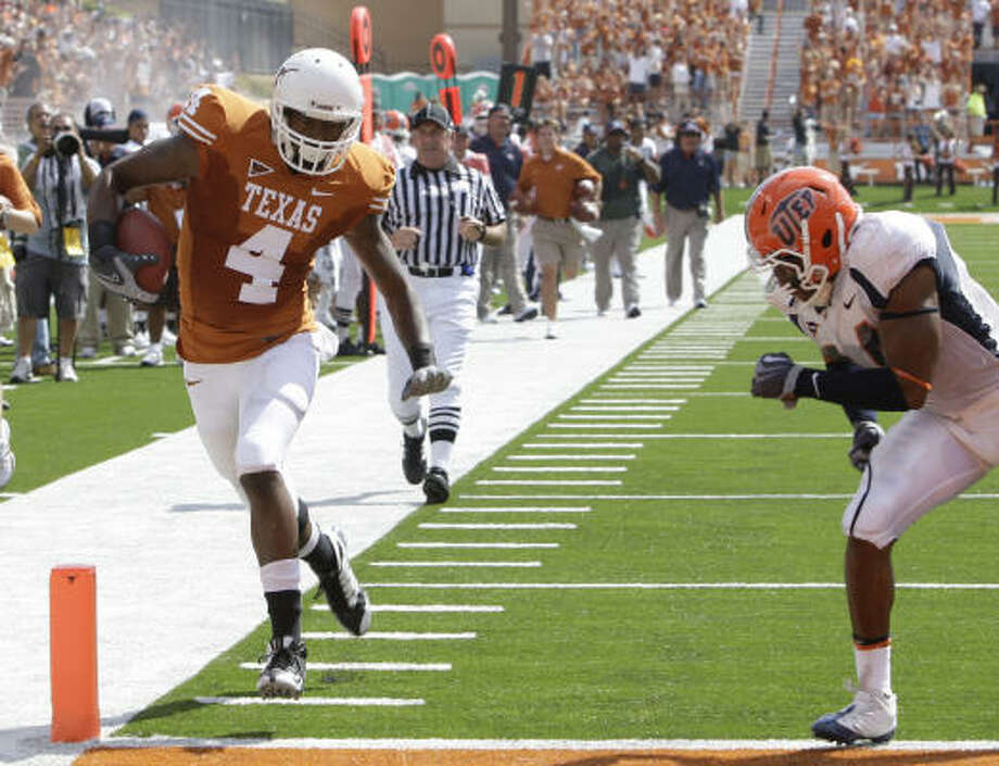 Texas' Dan Buckner scores as UTEP defender Braxton Amy pursues during the first quarter. Photo: Eric Gay, AP