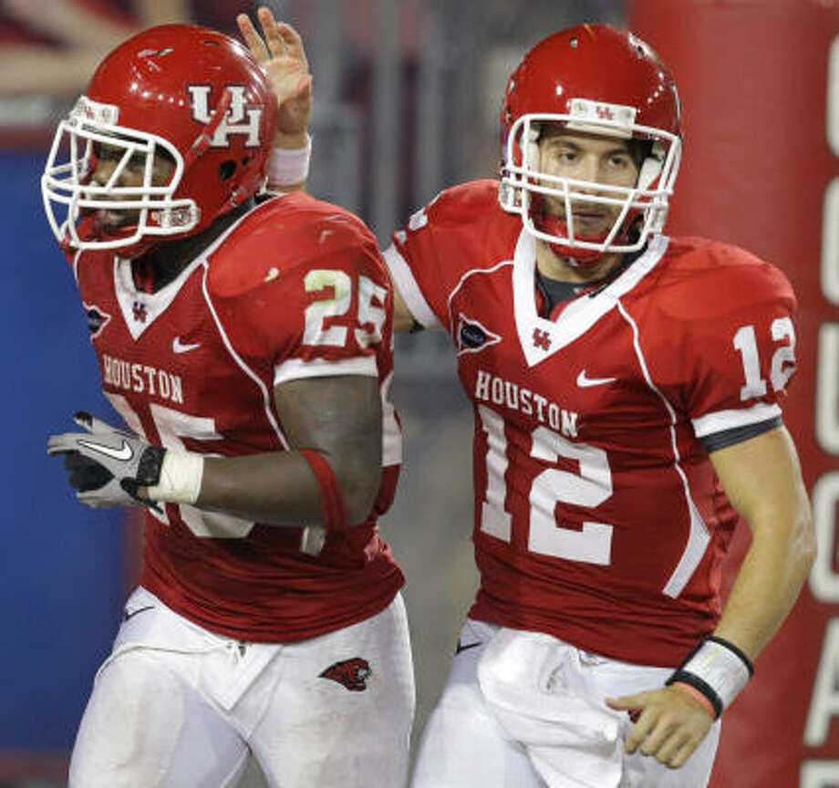 Cotton Turner, right. has practiced well enough, day after day, to endear himself to UH coaches and players. Photo: Nick De La Torre, Houston Chronicle