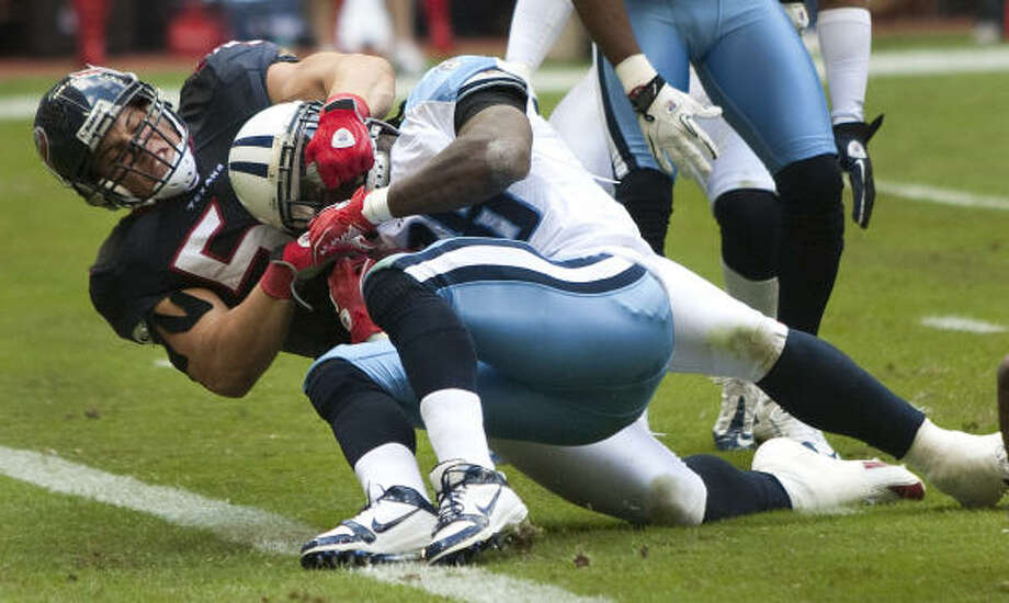 Linebacker Brian Cushing, left, helped the Texans hold Titans running back Chris Johnson to just 5 rushing yards. Photo: Brett Coomer, Chronicle