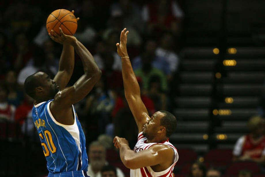 Rockets forward Chuck Hayes spent last season defending centers who held a height advantage. Photo: Michael Paulsen, Chronicle