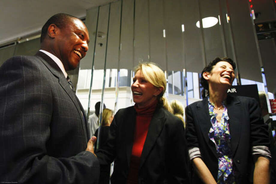 Anthony Graves is greeted Thursday by defense lawyer Katherine Scardino, center, and University of St. Thomas professor Nicole Bingham, who led a team that ultimately won Graves' release after serving 18 years for a crime he didn't commit. Photo: Michael Paulsen, Chronicle