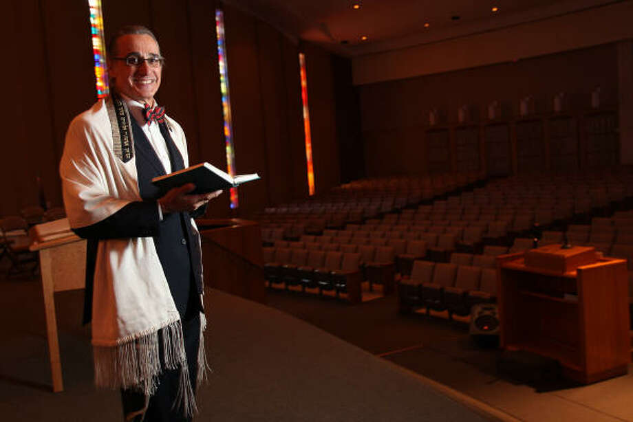 Robert Gerber is retiring after 28 years as cantor at Congregation Beth Israel. Photo: MAYRA BELTRÁN, CHRONICLE