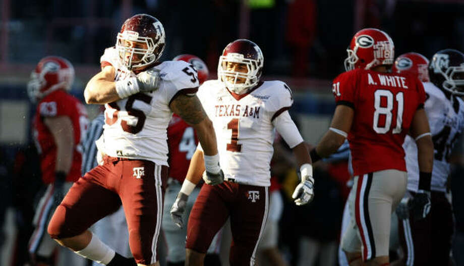 Texas A&M defensive tackle Matt Moss (55) celebrates after the Aggies forced Georgia to punt in the first quarter. Photo: Nick De La Torre, Chronicle