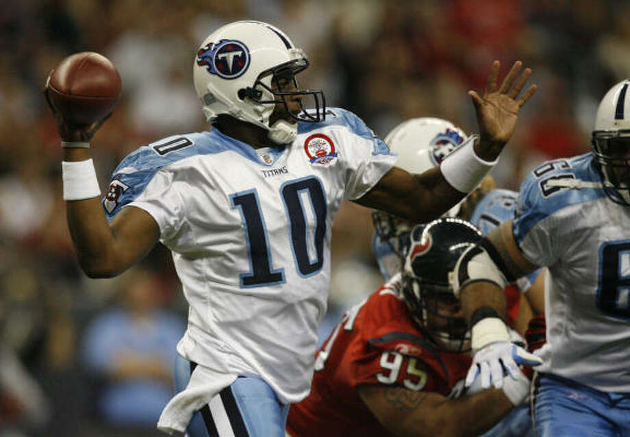 Madison product Vince Young improved to 4-0 since reclaiming the Titans' starting quarterback job. Photo: Julio Cortez, Chronicle