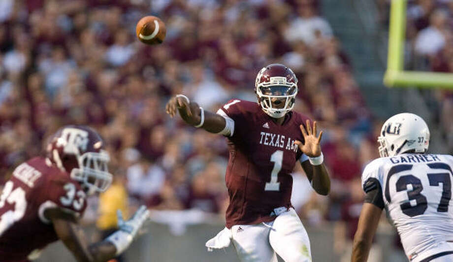 Texas A&M quarterback Jerrod Johnson threw for 3,579 yards and 30 touchdowns in 2009. Photo: Nick De La Torre, Chronicle