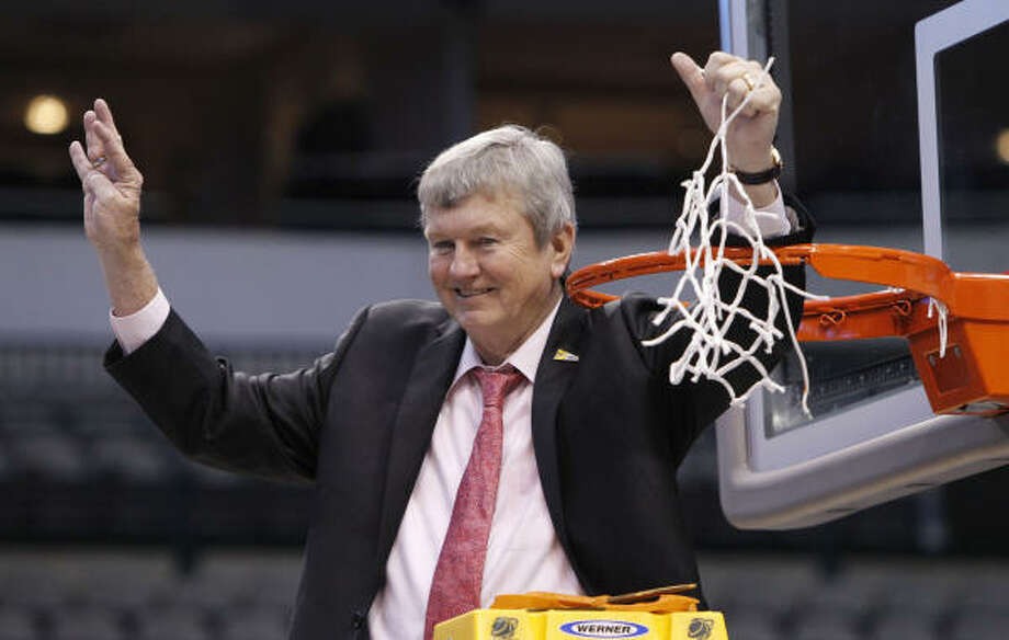 Texas A&M coach Gary Blair holds up four fingers after cutting down the net following the Aggies' win over Baylor on Tuesday night. Photo: LM Otero, AP