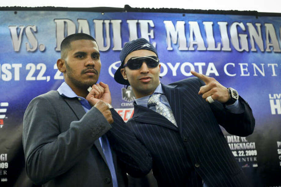 July 8, 2009: Juan Diaz, left, poses with former junior welterweight champion, Paulie Malignaggi (26-5-2) of New York during a press conference to announce their Aug. 22  bout at Toyota Center. Photo: Michael Paulsen, Chronicle