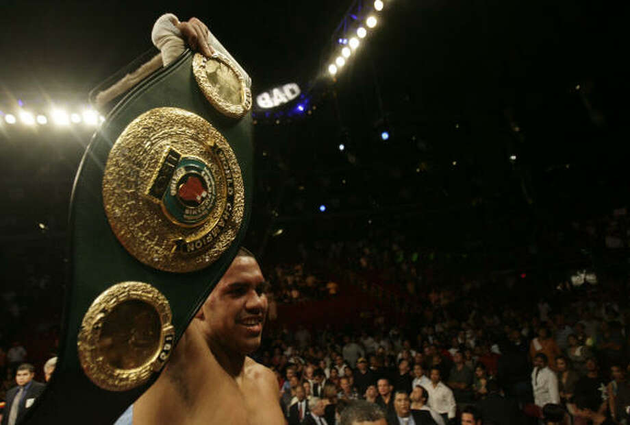 Sept. 6, 2008: Juan Diaz won the vacant IBO lightweight title with a hard-fought win over Michael Katsidis at Toyota Center. Photo: Julio Cortez, Houston Chronicle