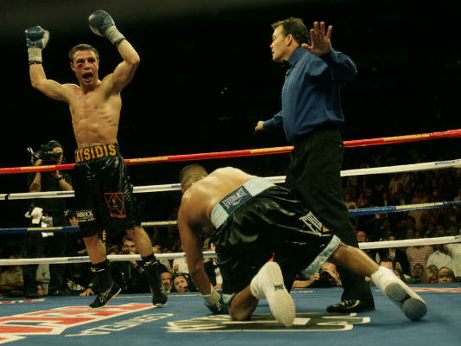 Sept. 6, 2008: Juan Diaz goes down in the 12th round against Michael Katsidis, but Diaz got up and took a split decision. Photo: Julio Cortez, Chronicle