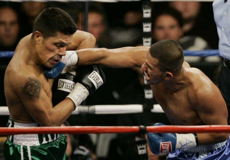 Oct. 13, 2007:Juan Diaz, right, lands a punch on Julio Diaz, of California. Juan Diaz took a ninth-round TKO victory. Photo: Brian Kersey, AP