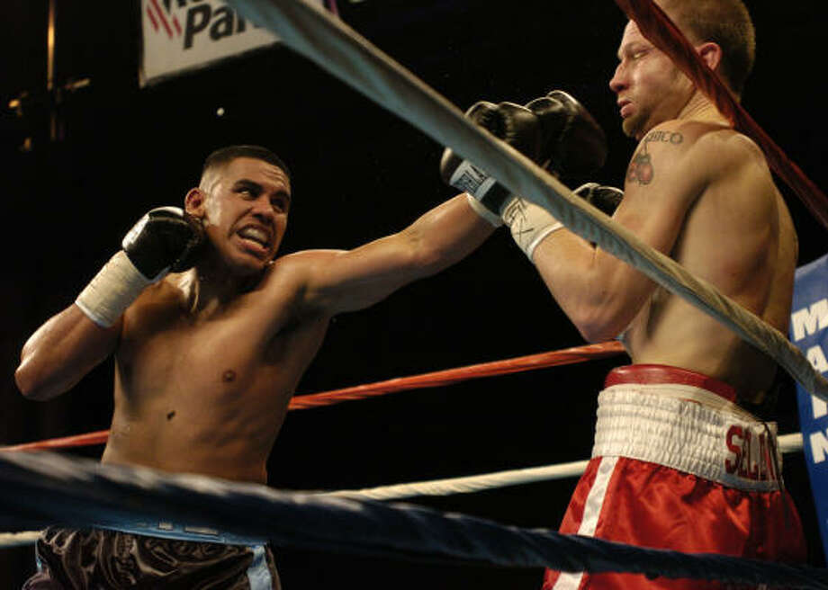 Jan. 21, 2005: Juan Diaz, left,  pounds Billy Irwin in the third round as he defends his WBA lightweight title against Billy Irwin at Reliant Center. Diaz won by ninth-round TKO. Photo: Melissa Phillip, Chronicle