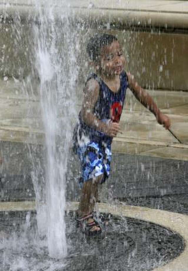 The water fountain at Hermann Park: Photo: Carlos Antonio Rios, Houston Chronicle