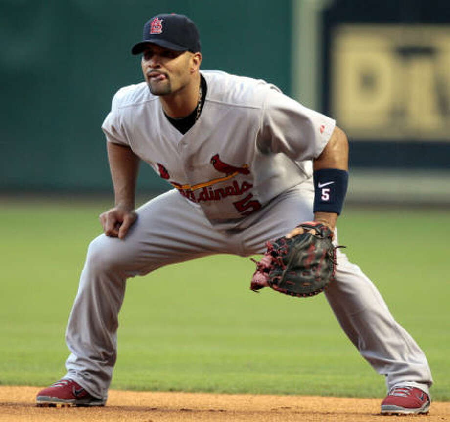 Cardinaks first baseman Albert Pujols waits for the next batter. Photo: Bob Levey, Getty Images
