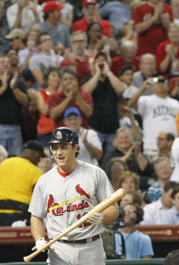 Cardinals first baseman Lance Berkman receives a standing ovation as he walks to the plate in the second inning. Photo: Cody Duty, Chronicle