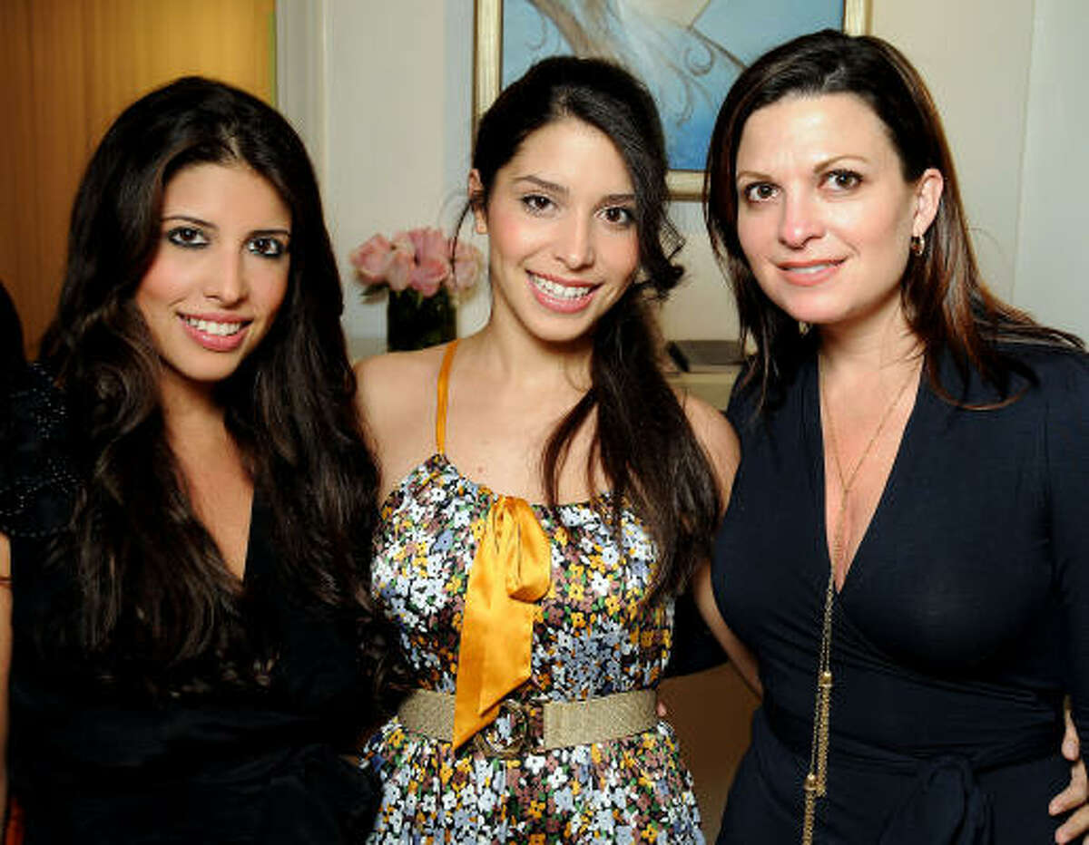 Marla Vilchez, Carolina Vilchez and Christine Burke