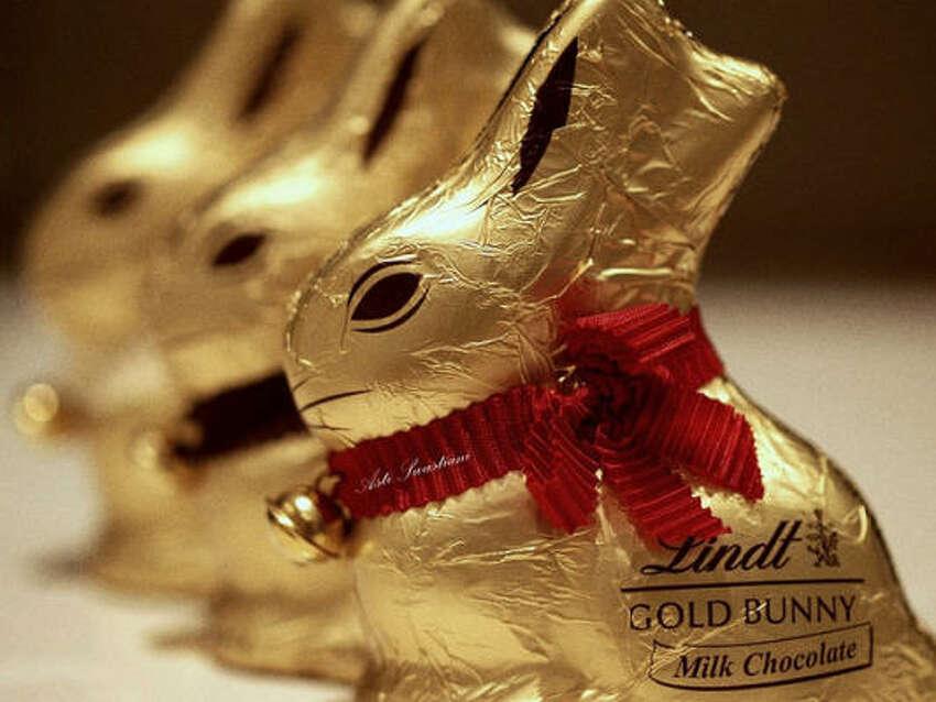 4 Lindt Milk Chocolate Mini Bunnies = 220 calories, 15 grams of fat
