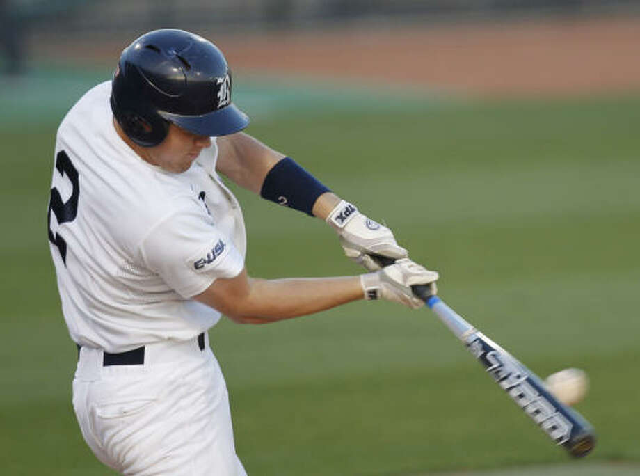 Rice's Shane Hoelscher follows through on a drive to left field during the fourth inning. Photo: Cody Duty, Chronicle