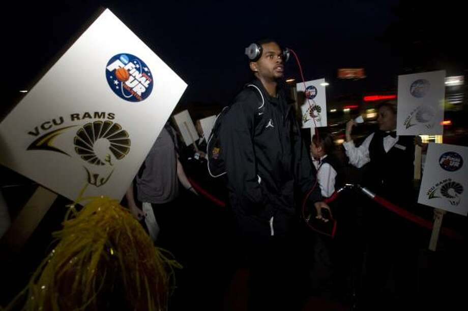 VCU's Troy Daniels and the rest of the VCU basketball team arrived at the Hotel Derek on Wednesday. Photo: Johnny Hanson, Chronicle
