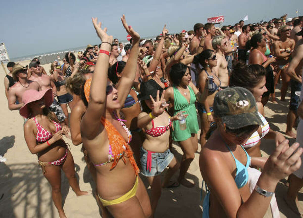 Spring Breakers from UTSA, Western Kentucky, Coe College, San Antonio Community College, Incarnate Word, Trinity and many more from around the country, enjoy the dance contest at Coca-Cola Beach at Radisson on South Padre Island.