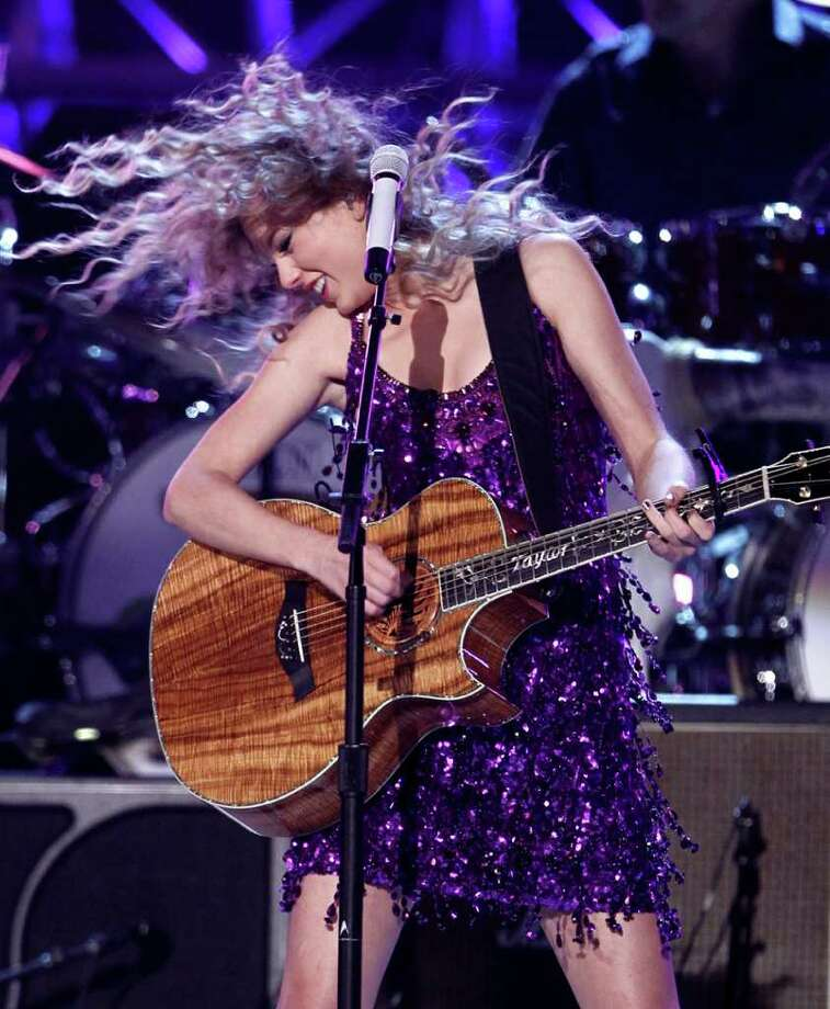 "Taylor Swift performs at the Brooks & Dunn ""The Last Rodeo"" tribute concert on Monday, April 19, 2010, in Las Vegas. (AP Photo/Matt Sayles) Photo: Matt Sayles, Hearst / AP"