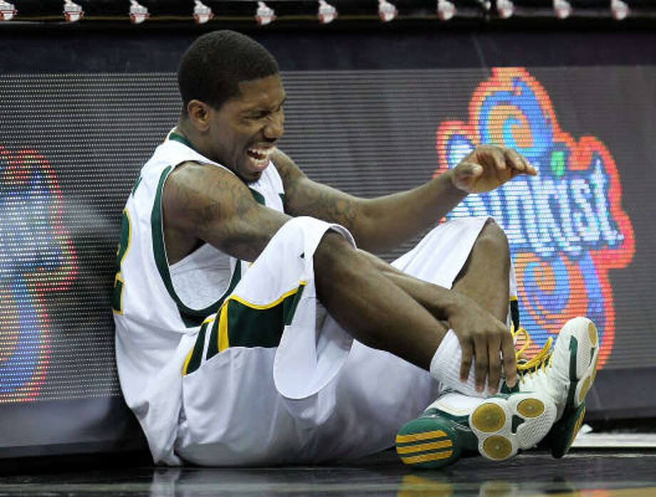 Baylor's A.J. Walton reacts after injuring himself. Photo: Jamie Squire, Getty Images