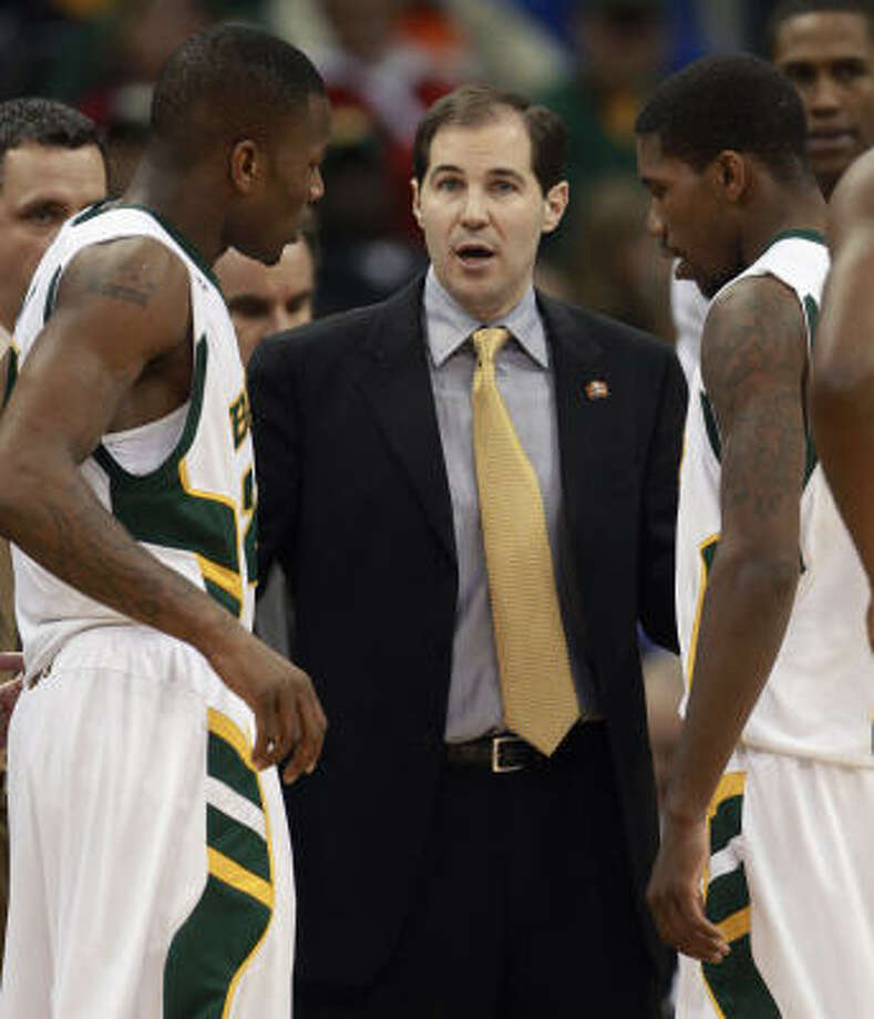 Baylor coach Scott Drew talks with guard LaceDarius Dunn, left, and A.J. Walton, right. Photo: Orlin Wagner, AP