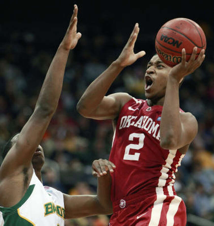 Oklahoma guard Steven Pledger (2) drives on Baylor forward Fred Ellis (3). Photo: Orlin Wagner, AP