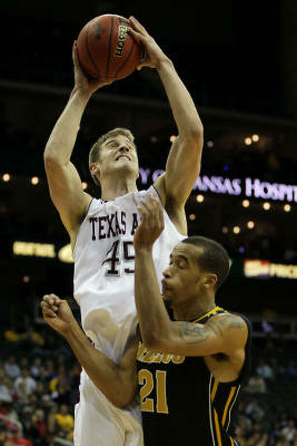 A&M's Nathan Walkup puts up a shot over Missouri's Laurence Bowers. Photo: Jamie Squire, Getty Images