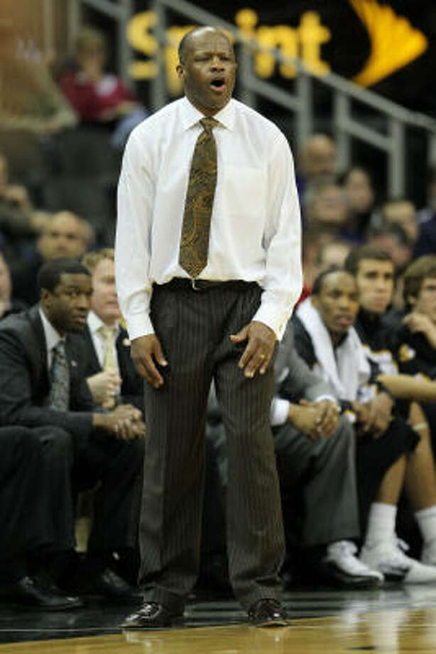 Missouri head coach Mike Anderson looks on from the sidelines. Photo: Jamie Squire, Getty Images