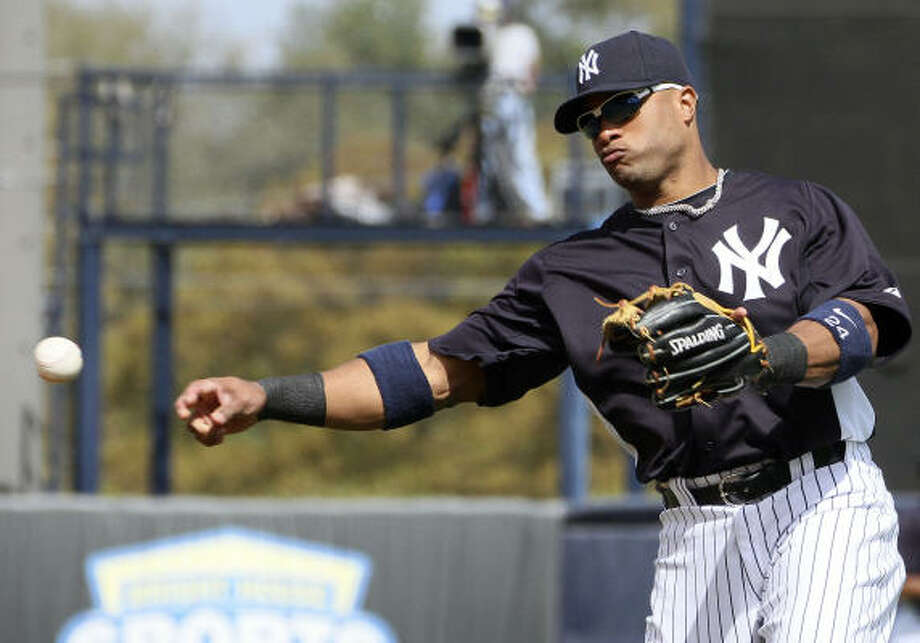 Yankees second baseman Robinson Cano makes a play to first base for an out. Photo: Margaret Bowles, AP