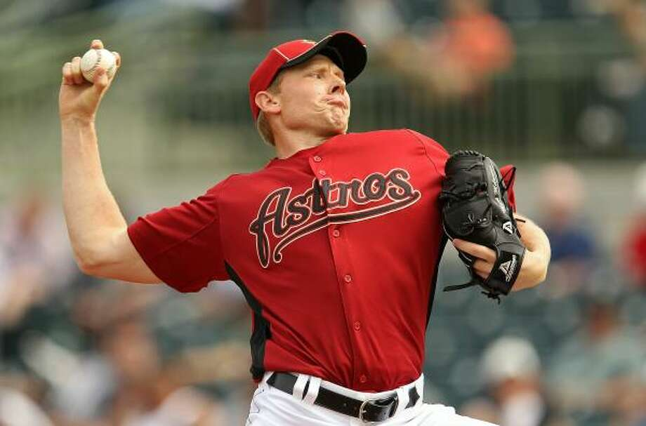 Mark Melancon pitches against the Braves. Photo: Mike Ehrmann, Getty Images