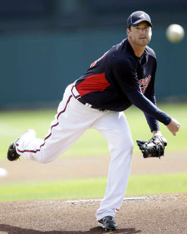 Braves pitcher Derek Lowe throws a warm up pitch during the first inning. Photo: David J. Phillip, AP