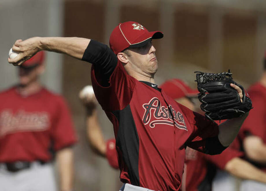 Astros pitcher Jordan Lyles warms up before making an appearance in the intrasquad game. Photo: Karen Warren, Chronicle