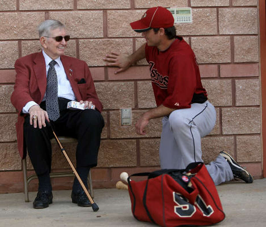 Hall of Fame broadcaster Milo Hamilton chats with Astros infielder Koby Clemens (91). Photo: Karen Warren, Chronicle