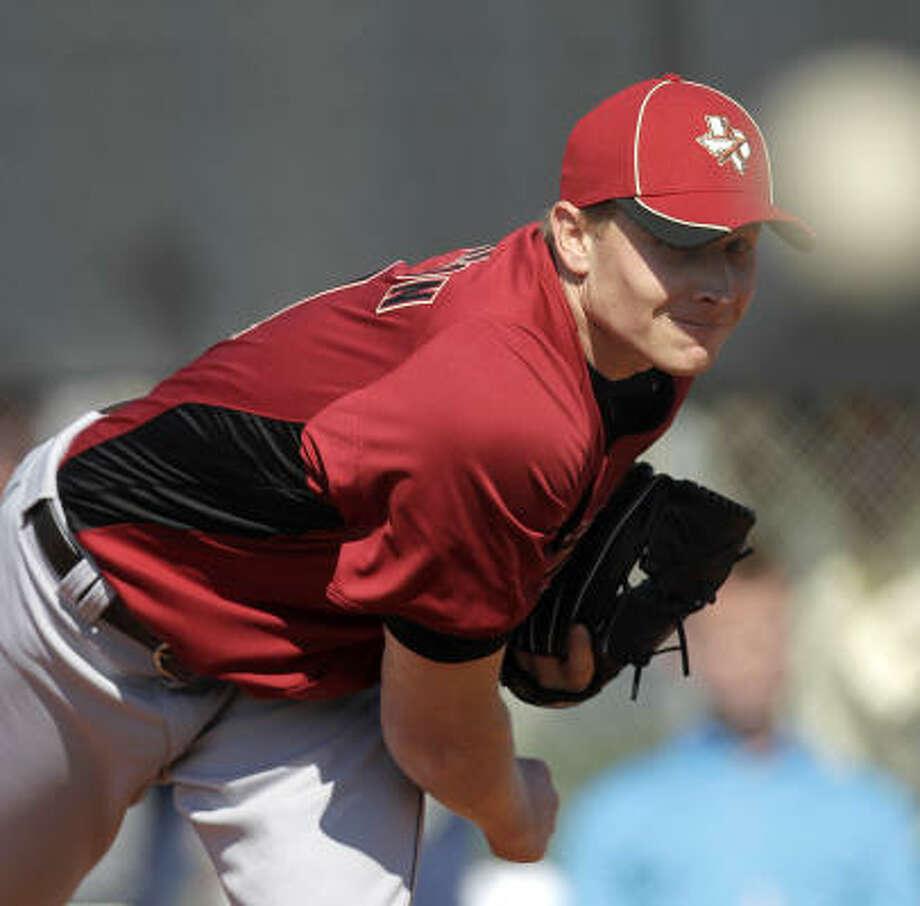 Astros pitcher Mark Melancon gets in some work on the mound. Photo: Karen Warren, Chronicle