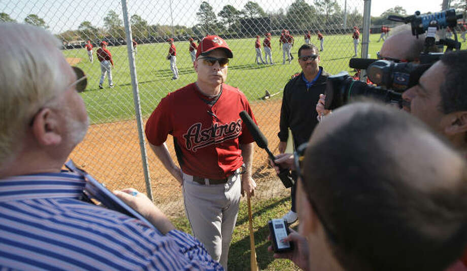 Astros manager Brad Mills meets with the media. Photo: Karen Warren, Chronicle