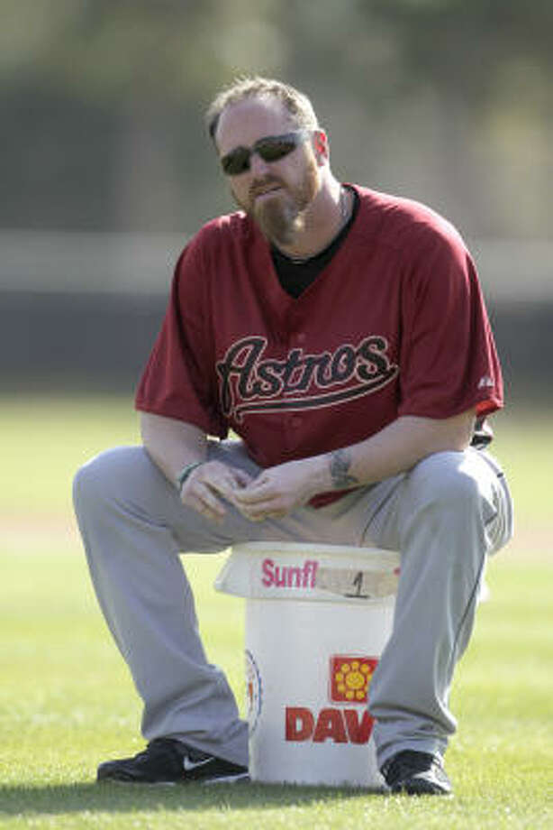 Pitcher Brett Myers sits on a bucket of balls during workouts. Photo: Karen Warren, Chronicle