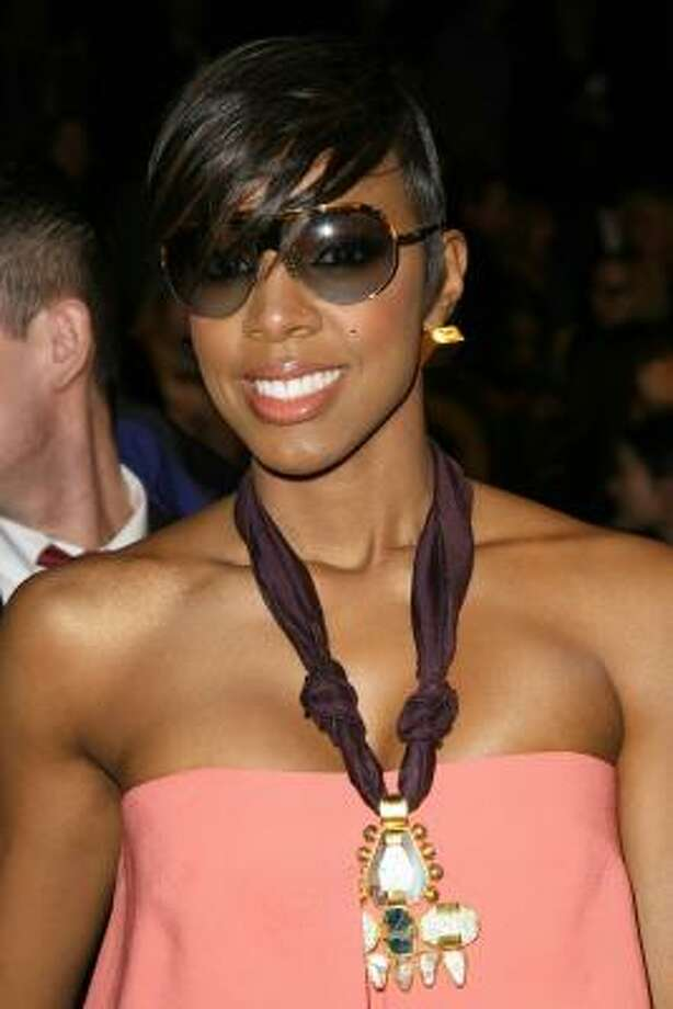 NEW YORK, NY - FEBRUARY 10:  Singer Kelly Rowland attends the BCBG Max Azria Fall 2011 fashion show during Mercedes-Benz Fashion Week at The Theatre at Lincoln Center on February 10, 2011 in New York City. Photo: Neilson Barnard, Getty Images For IMG