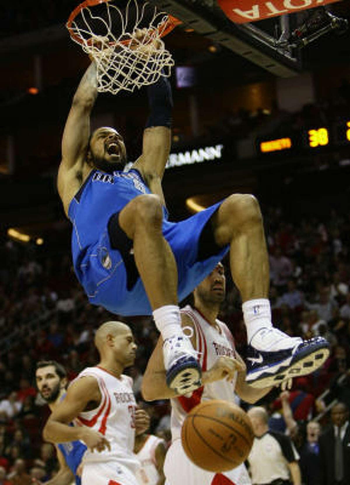Mavericks center Tyson Chandler (6) gets a monster dunk as Dallas pulls away from the Rockets in the second quarter.
