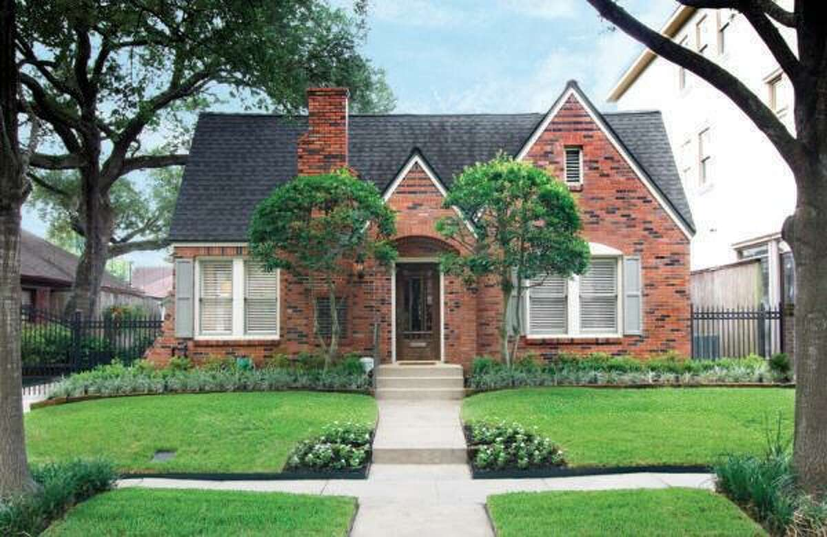 2243 Bartlett, $635,000 Agent: Mary Kay Casey Heritage Texas Properties (281) 582-3966 main (713) 297-5653 direct