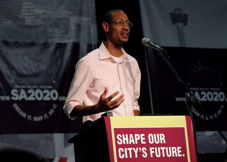 In 2010 Darryl Byrd addressed an audience at SA 2020. Photo: KIN MAN HUI, SAN ANTONIO EXPRESS-NEWS / San Antonio Express-News