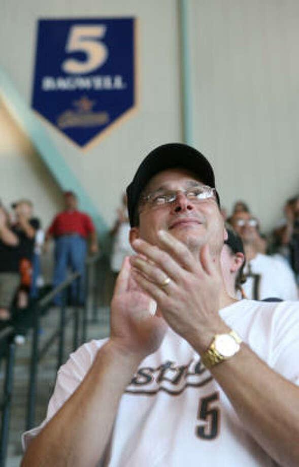 Tom Dedas applauds his favorite Astro. Photo: Steve Campbell, Chronicle