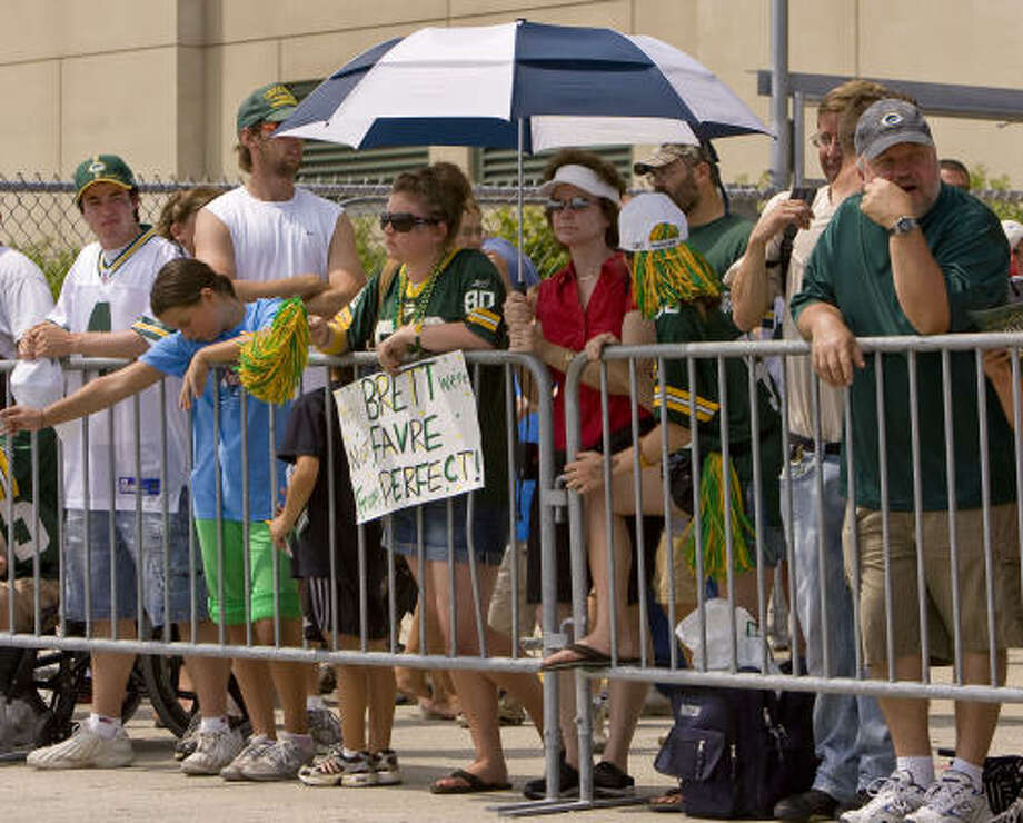 Packers fans wait for Brett Favre to arrive at the entrance to the players lot at Lambeau Field. Favre avoided the fans by coming in another entrance. Photo: Mike Roemer, AP