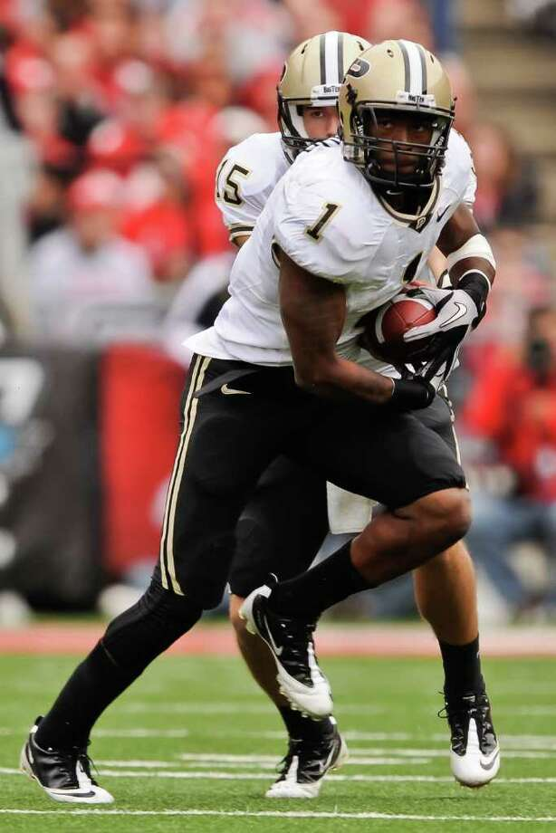 COLUMBUS, OH - OCTOBER 23:  Keith Carlos #1 of the Purdue Boilermakers takes a hand off against the Ohio State Buckeyes at Ohio Stadium on October 23, 2010 in Columbus, Ohio.  (Photo by Jamie Sabau/Getty Images) Photo: Jamie Sabau, Getty Images / 2010 Getty Images