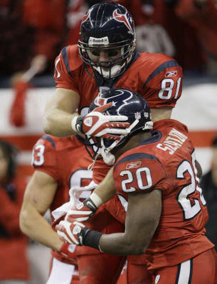 Texans tight end Owen Daniels celebrates with running back Steve Slaton after a touchdown against the Jacksonville Jaguars last season. Photo: Melissa Phillip, Chronicle